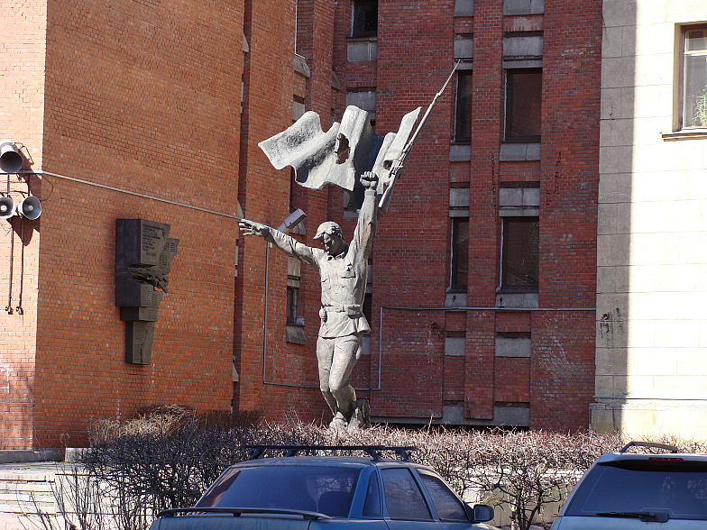 Памятник около 5 го корпуса лэти питер