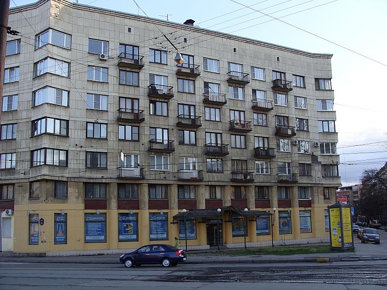 В этом здании в Ленинграде находился пивной бар Янтарный
